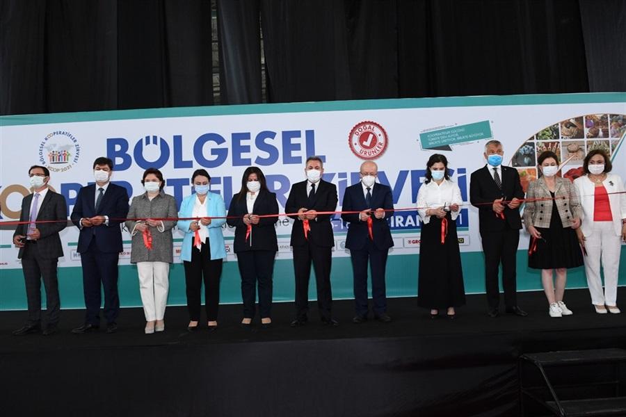 İlimizde faaliyette bulunan Kadın Kooperatifleri Adana TÜYAP Fuar ve Kongre Merkezinde yapılan Bölgesel Kooperatifler Zirvesine katılım sağladılar.